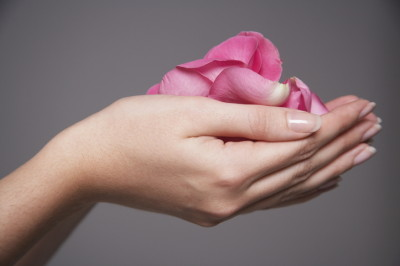 手に平に花びら